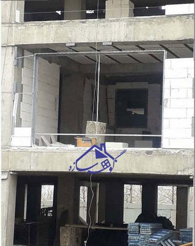 والپست کنار پنجره